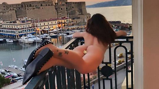 """Poslední """"balkónovka"""" modelky Naike Rivelli (42)"""
