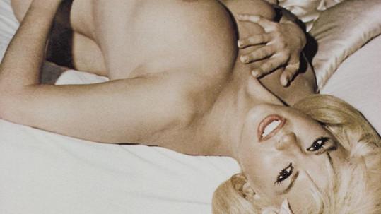 Jayne Mansfield se snažila podobat Marilyn Monroe a neváhala se svléknout.