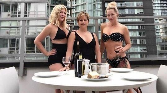 Kamarádky v životě i v seriálu (zleva) Tori Spelling, Gabrielle Carteris a Jennie Garth