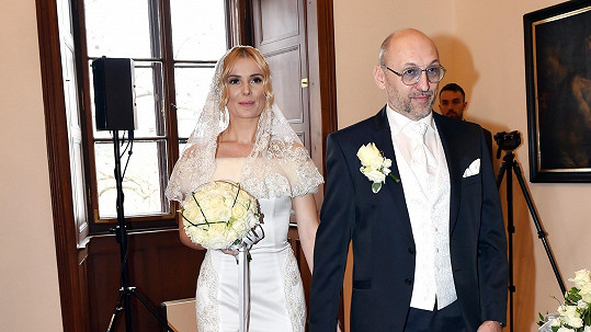Lešek Wronka se oženil s krásnou Halinou Mlynkovou.