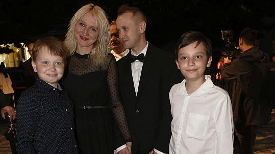 Dcera Karla Gotta Lucie Kovaříková s partnerem a syny