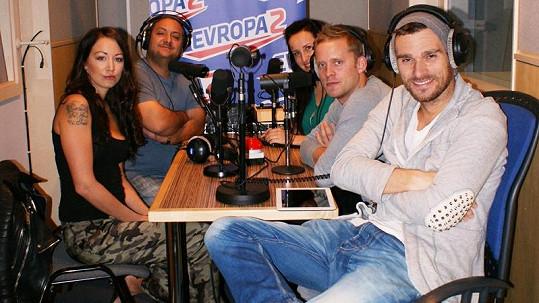 Agáta Hanychová a Jakub Prachař v pořadu Šedesátka.