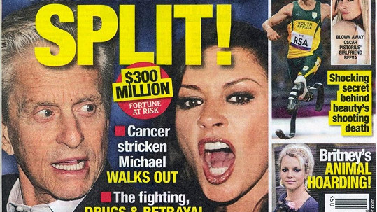 Obálka magazínu s palcovým titulkem o rozchodu Michaela Douglase a Catherine Zeta-Jones.