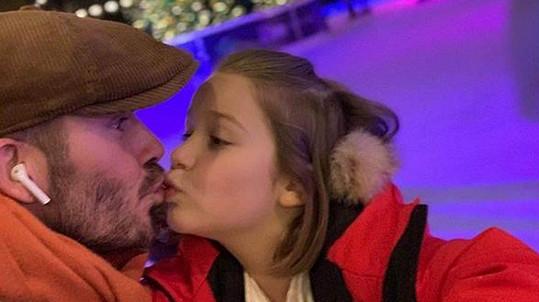 Tato fotka Davida Beckhama a jeho sedmileté dcery vzbudila v mnohých vášně.
