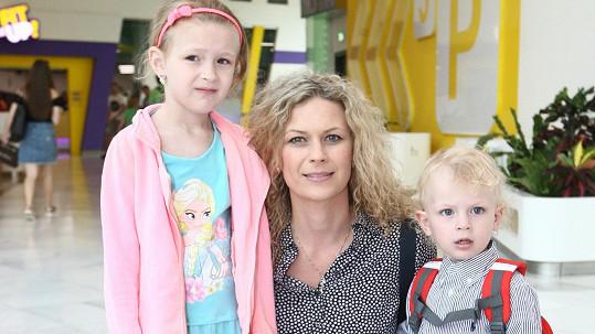 Kateřina Stočesová s dcerou a synem
