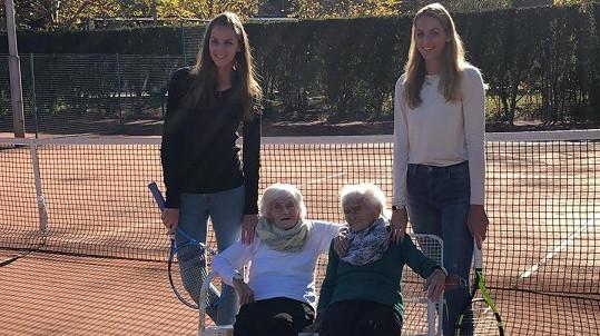 Karolína Plíšková se sestrou Kristýnou a dvojčaty Aloisií a Antonií