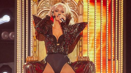 Jitka Boho v šestém kole Tváře jako Christina Aguilera
