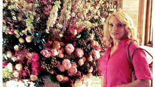 Zdena Studenková zvolila na Floridě růžové outfity.