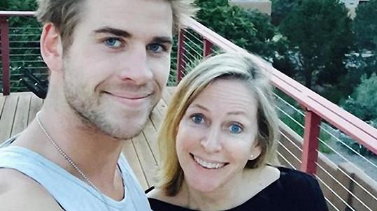 Liam Hemsworth má oči po mamince.