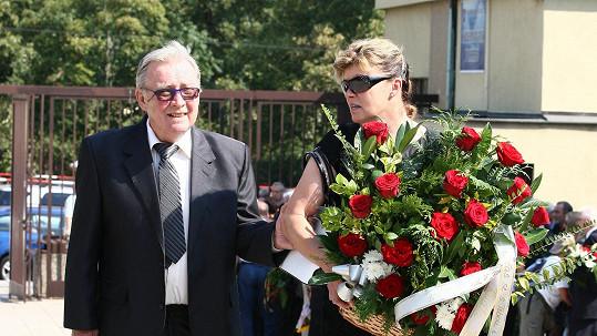 Rudolf Jelínek s manželkou se naposledy rozloučili s Jaroslavem Tomsou.