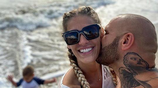 Zamilovaný Rytmus s manželkou Jasminou Alagič