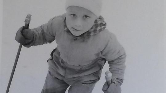 Janek Ledecký lyžuje odmalička.