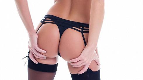 Sexy kalhotky z tenkých proužků nejsou pro každého: Podívejte se na srovnání zadečku modelky a ženy zlidu