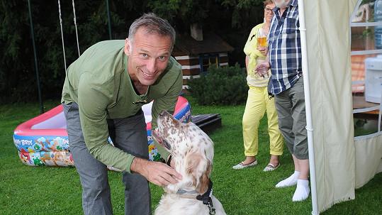Hašek si pořídil psího kamaráda.