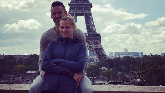 Lucie Šafářová a Tomáš Plekanec budou mít miminko.