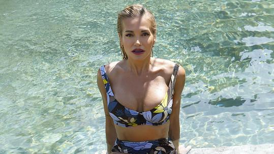 Její tělo je jako stvořené k tomu oblékat plavky.
