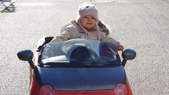 Noidova dcera Terezka má svůj první auťák.