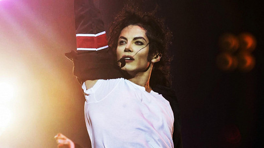 Dvojník Michaela Jacksona míří do Prahy.