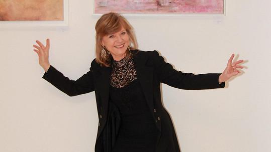 Jarmila Švehlová stále hraje divadlo, dabuje a věnuje se i malování.