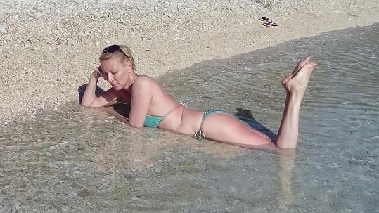 Zpěvačka Renata Drössler má řadu fanoušků, které přitahují její nohy.