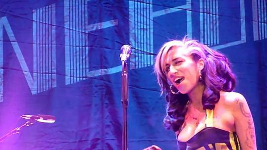 Divákům se vystoupení Amy Winehouse nelíbilo.