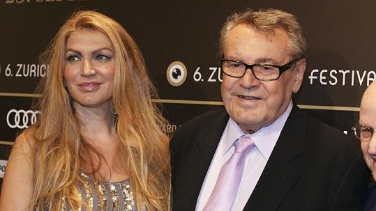 Režisér Miloš Forman s manželkou Martinou.