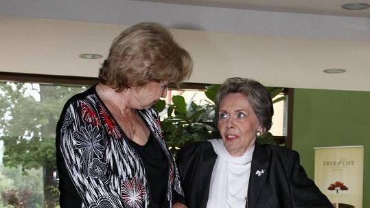 Jiřina Jirásková s Libuší Švormovou během natáčení filmu Školní výlet.