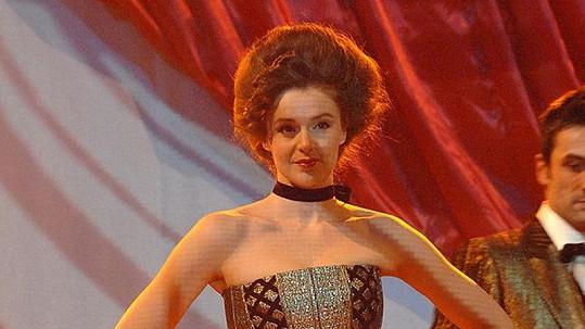 Iva Kubelková má i po dvou dětech tělo jako proutek.