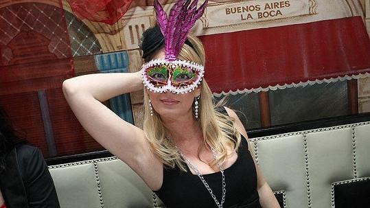 Lucie Benešová na karnevalu v argentinské restauraci