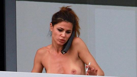 Nena Ristić na balkóně svého hotelového pokoje v Miami.
