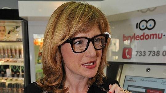 Štěpánka Duchková poslala desítky brýlí do Afriky.