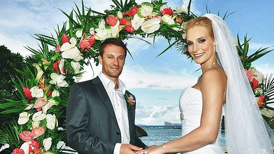 Bára Kolářová se na Mauriciu vdala za dlouholetého přítele Přemka Vidu.