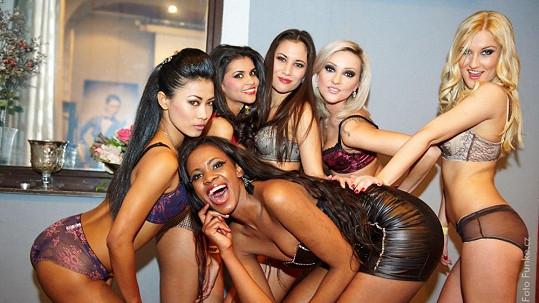 Exotická Miss Expat Paulina z Namibie slavila narozeniny spolu s kolegyněmi ze soutěže.