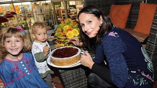 Zdeňka Žádníková slavila narozeniny se dvěma mladšími dcerami.