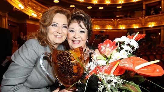 Simona Stašová se svou matkou Jiřinou Bohdalovou.