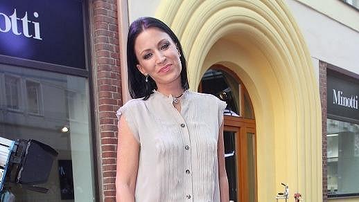 Gábina Partyšová odložila vystupování v Bídnících.