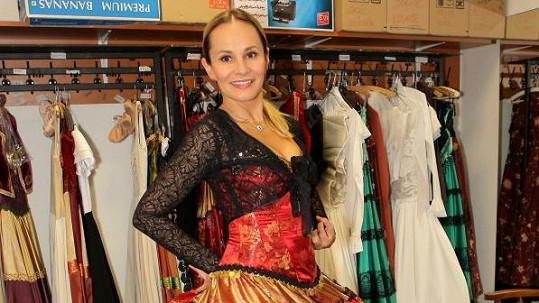 Monika Absolonová v kostýmu z muzikálu Zorro, který má před premiérou.
