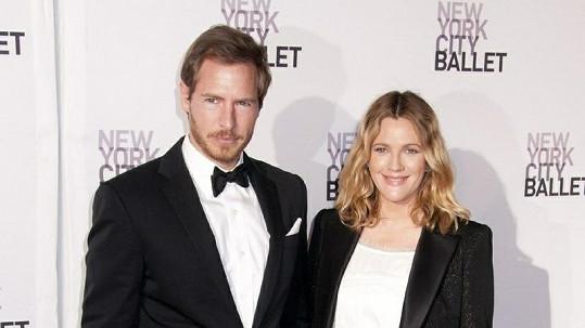 Drew Barrymore s manželem.