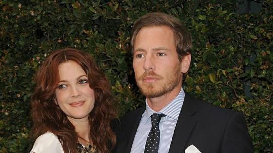 Herečka Drew Barrymore se provdala za přítele Willa Kopelmana.