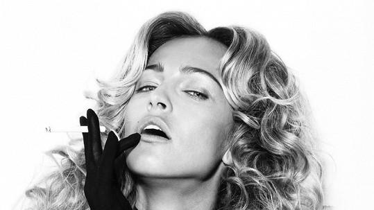 Renata Langmannová s cigaretou je neuvěřitelně sexy.