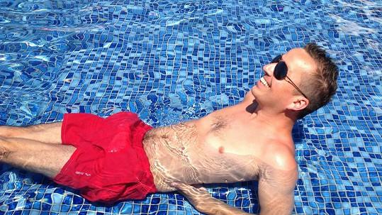 Petr Bende v plavkách.