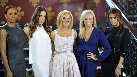 Bývalé Spice Girls opět spolu: Melanie Brown, Melanie Chisholm, Geri Halliwell, Emma Bunton a Victoria Beckham (zleva).