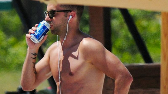 Hráč tureckého Beşiktaşu má tělo modela.