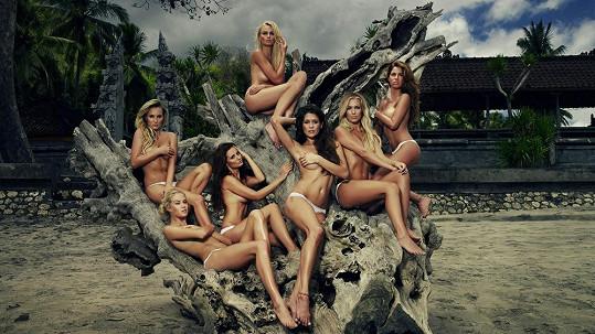 Titulní strana kalendáře se sedmi odhalenými kráskami