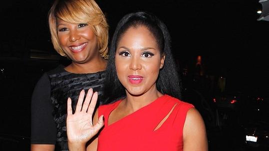 Toni Braxton už není vdanou paní.