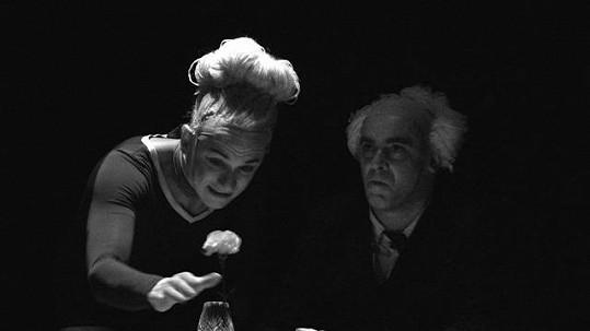 Tomáš Měcháček hraje v divadelní hře Věru Čáslavskou.