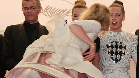 Představení Adele Exarchopoulos na festivalu v Cannes bylo vskutku netradiční.