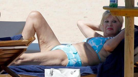 Ivana Trump je zasloužilou babičkou, přesto miluje opalování v bikinách.