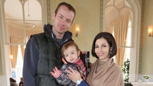 Kateřina Baďurová s manželem Tomášem Janků a dcerou Ellenou.