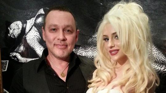 Manželství Courtney Stodden a Douga Hutchinsona je v troskách.